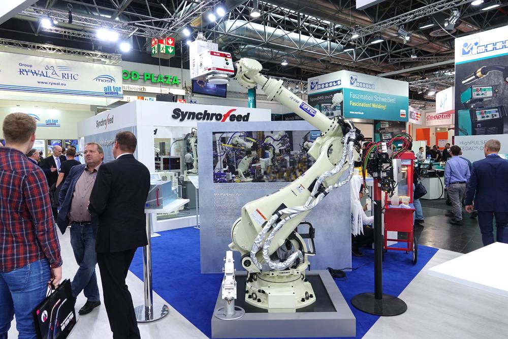 Робот OTC Daihen на выставке